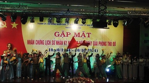 Beamte Hanois treffen Augenzeugen der Geschichte  - ảnh 1